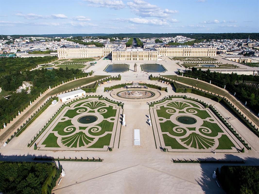 215 Le Chateau De Versailles