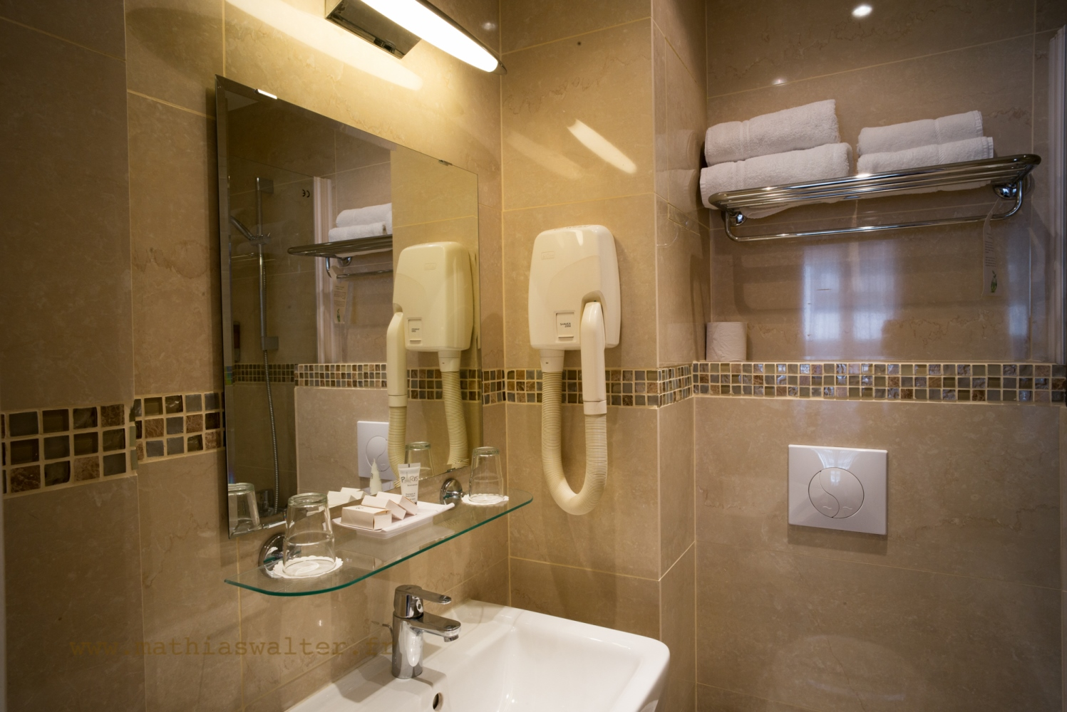 Baignoire dans chambre chambre hotel jacuzzi alsace - Hotel avec baignoire balneo dans la chambre ...