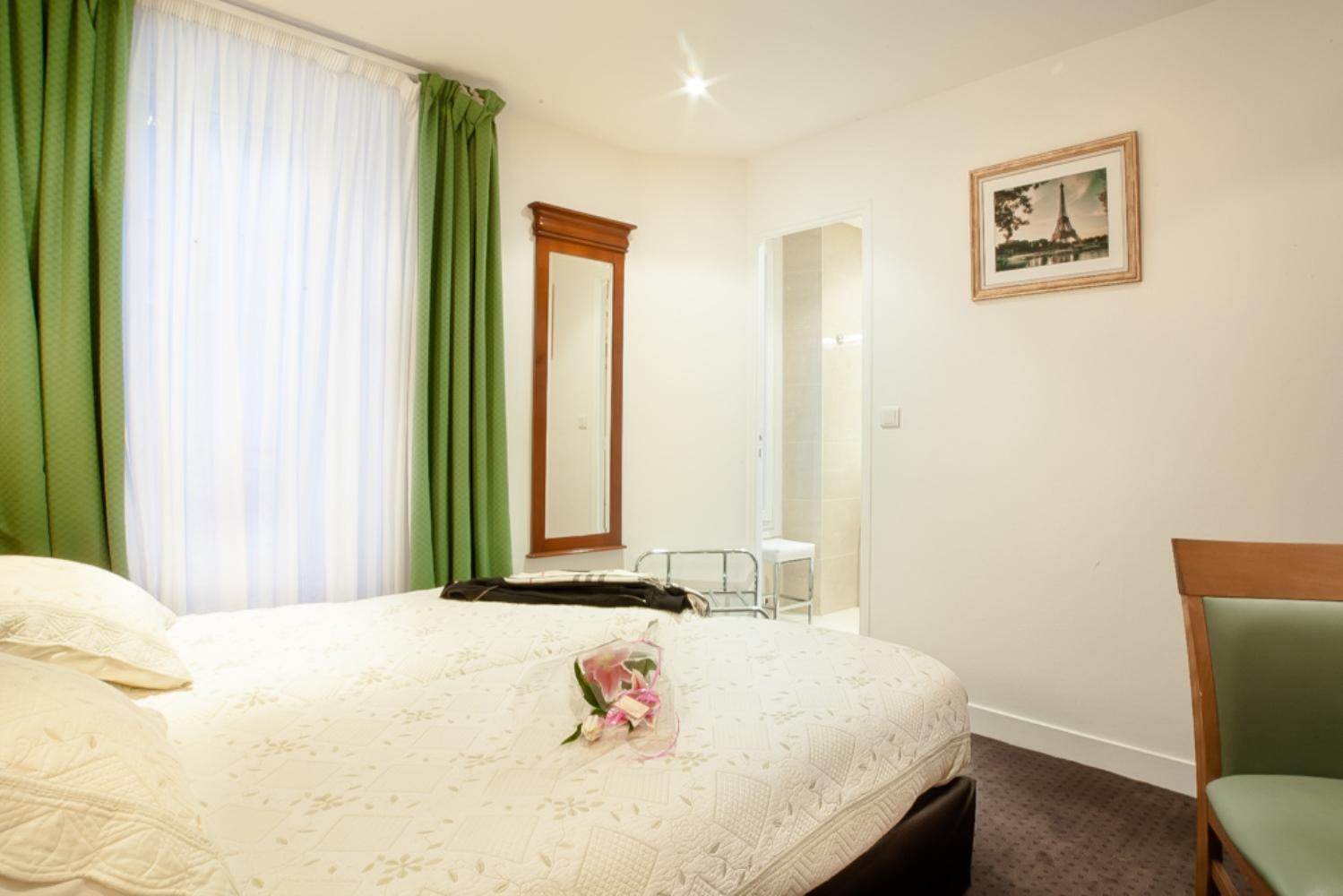 Chambre Twin Avec Douche à Lu0027Hôtel AGENOR, Hôtel 3 étoiles Quartier  Montparnasse,