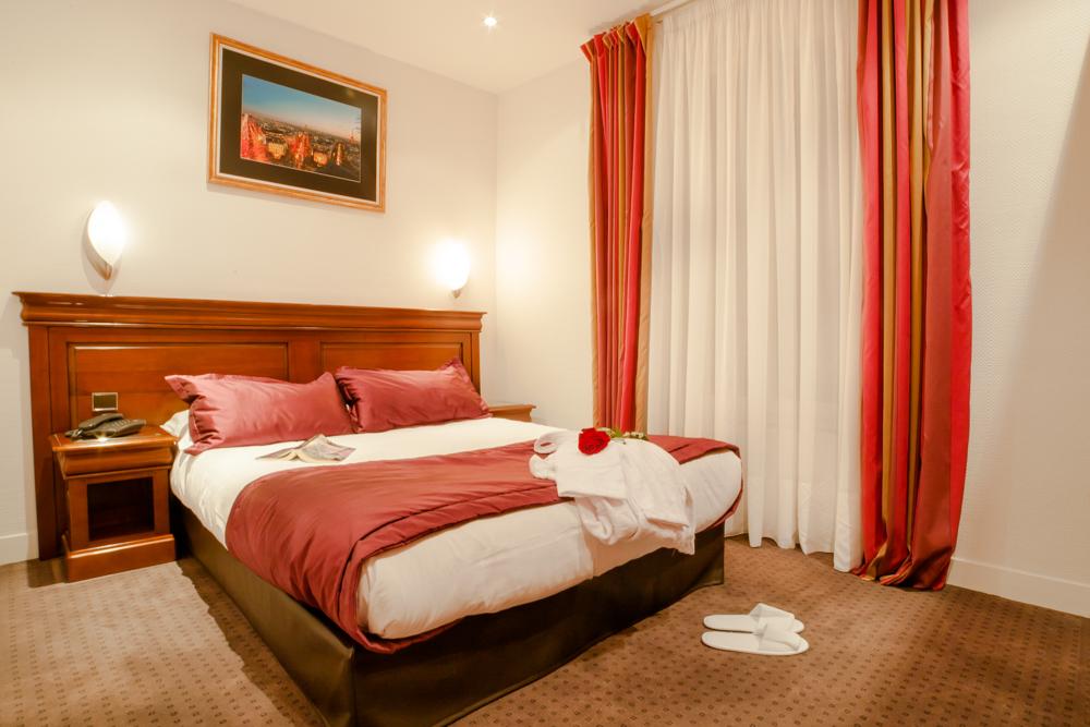 Chambre Double Avec Douche à Lu0027Hôtel AGENOR, Hôtel 3 étoiles Quartier  Montparnasse,
